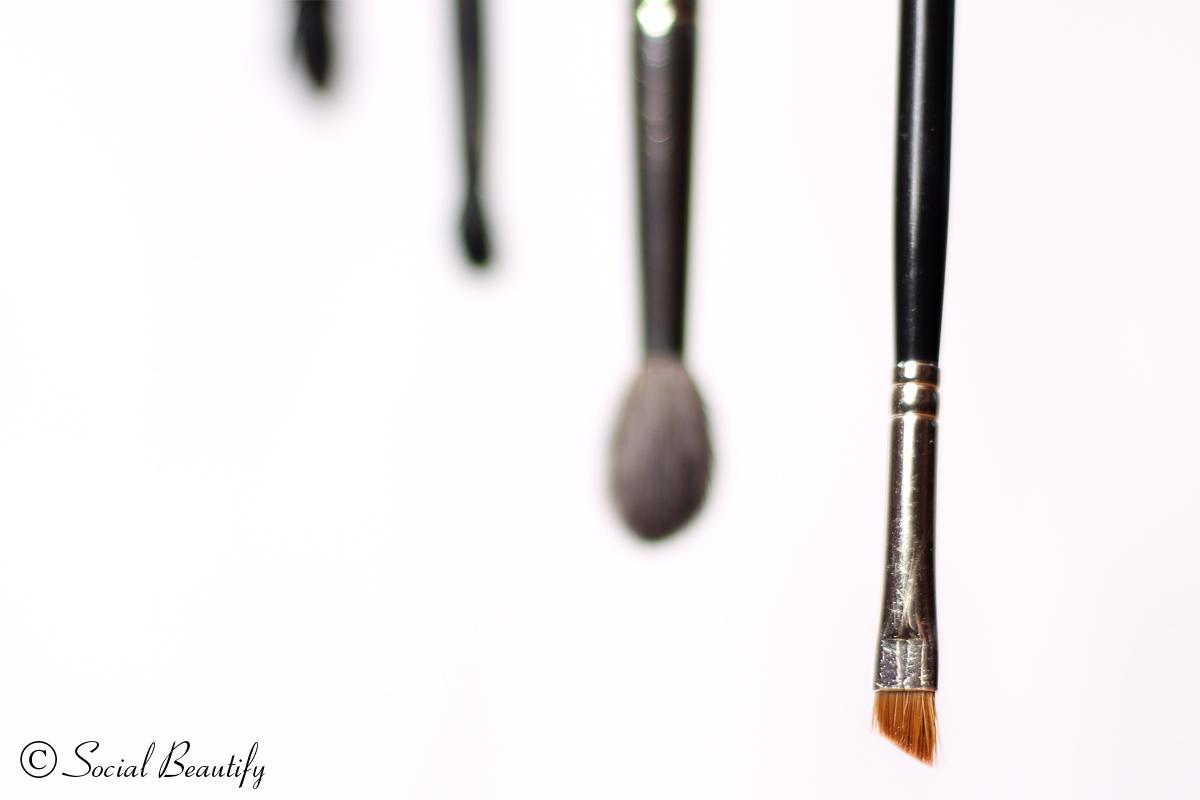hard angle brush - liner